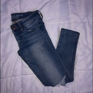 American eagle knee ripped jeans